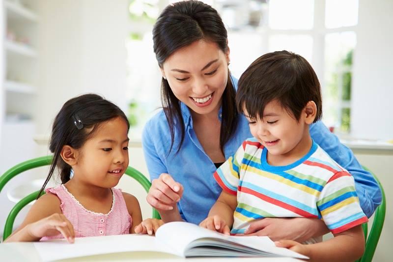 Cha mẹ nên dạy con cách để tự bảo vệ chính mình thông qua các câu chuyện nhỏ