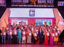 Giám đốc Hồng Doan nhận giải thưởng doanh nhân tiêu biểu