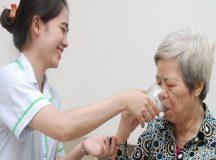 Dịch vụ giúp việc chăm sóc người bệnh được nhiều gia đình quan tâm đặc biệt ở các thành phố lớn