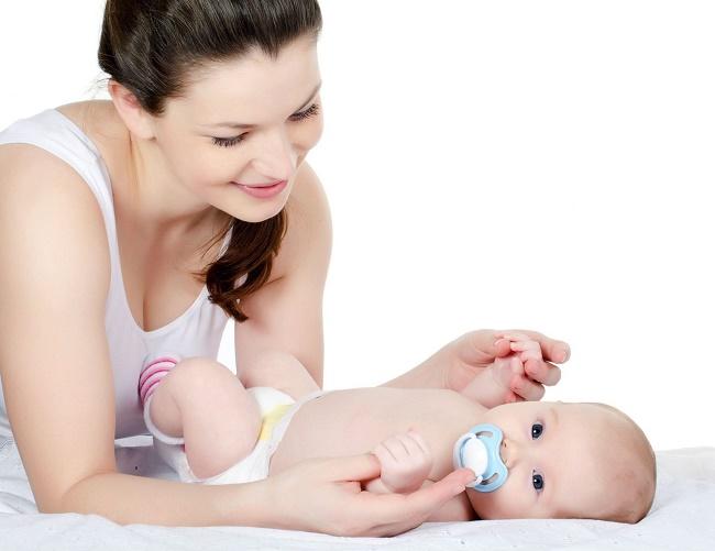Chăm sóc bé sơ sinh từ 0-6 tháng