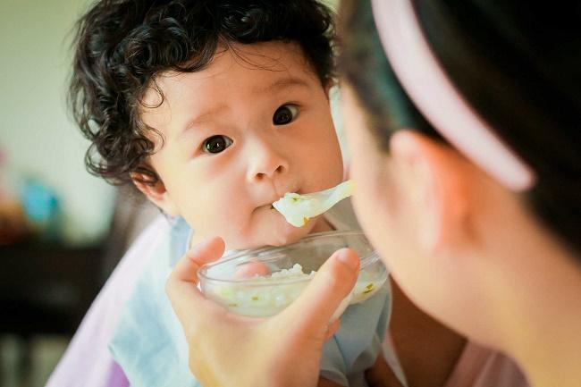 Chăm sóc bé khi bị sốt