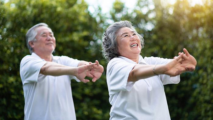 Một số bài tập dưỡng sinh phù hợp với người cao tuổi
