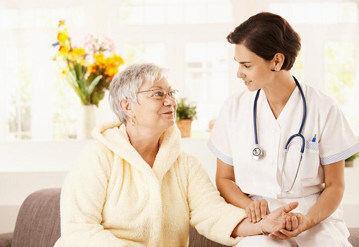 Cần có phương pháp chăm sóc sức khỏe người cao tuổi sao cho phù hợp