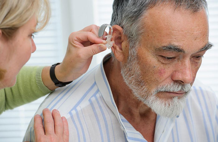 Một số lưu ý cho người già khi sử dụng máy trợ thính