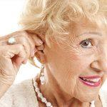 Người già có nên dùng máy trợ thính?