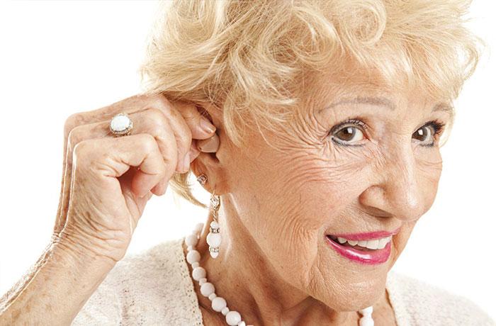 Máy trợ thính rất hữu ích cho người già