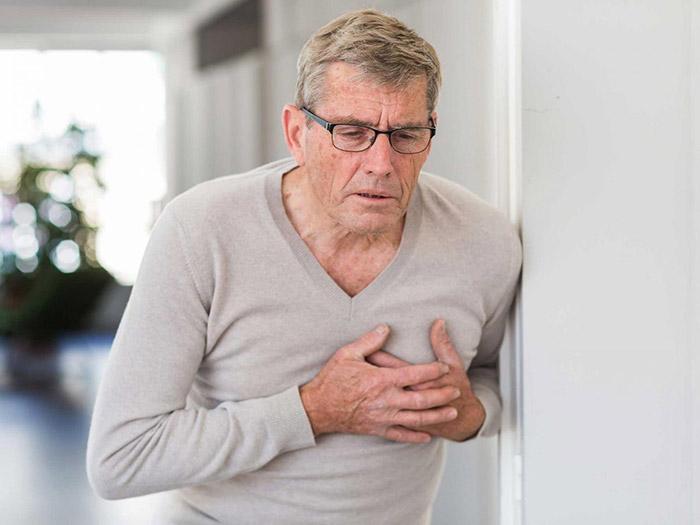 Người cao tuổi vào mùa đông thường hay mắc một số bệnh nghiêm trọng