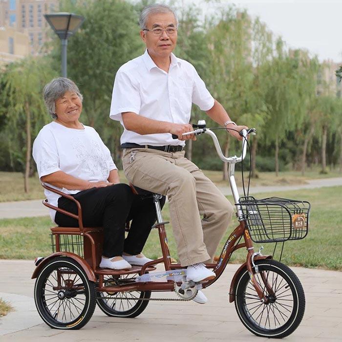 Người già đạp xe là một bài tập rất tốt cho sức khỏe