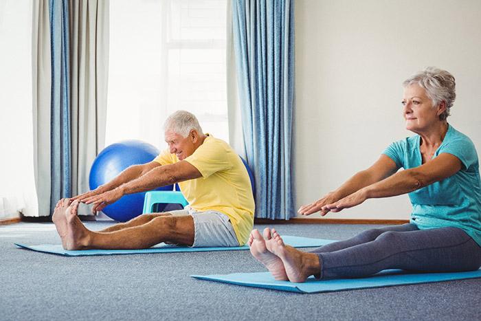 Yoga giúp người già sống vui, khỏe hơn
