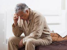 Người già thường mất ngủ do mắc một số bệnh lý