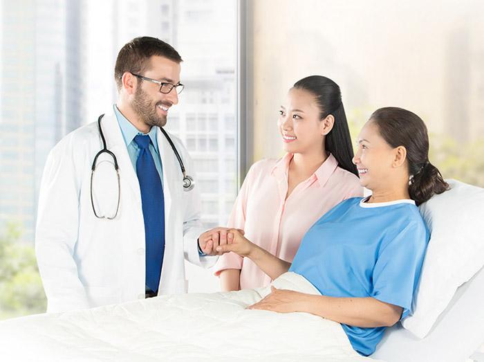 Người già nên thăm khám thường xuyên để có thể kịp thời và phát hiện căn bệnh mất trí nhớ