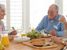 Người già ăn đồ dầu mỡ sẽ ảnh hưởng đến sức khỏe và có nhiều nguy cơ mắc các bệnh lý hơn
