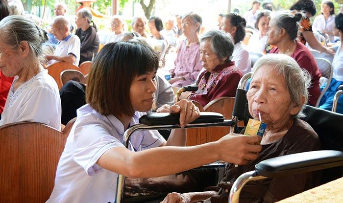Người già neo đơn cần được các tổ chức xã hội quan tâm nhiều hơn nữa