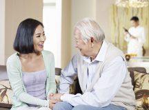 Để hạn chế một số bệnh về tâm lý người già nên đi khám định kỳ