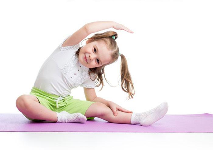 Khi trẻ tập yoga lưu ý cần tập những bài phù hợp, nhẹ nhàng