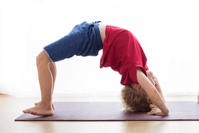 Tập yoga rất tốt cho sức khỏe của trẻ