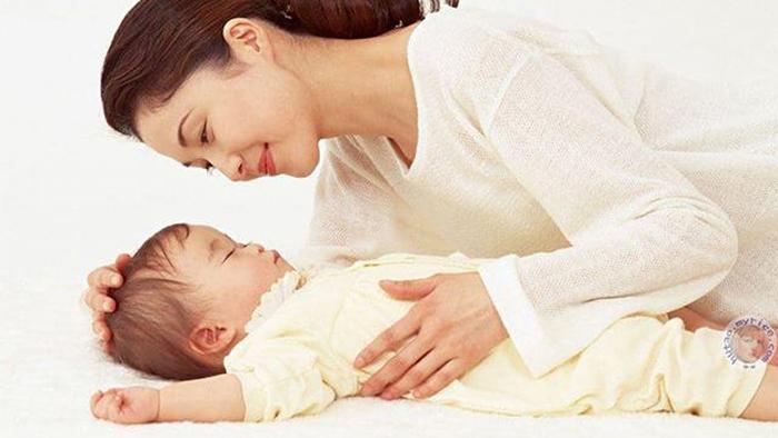 Các biện pháp làm giảm tình trạng em bé ngủ hay giật mình