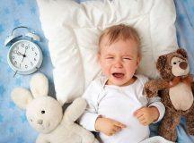 Em bé khóc đêm có thể do đau bụng sinh lý