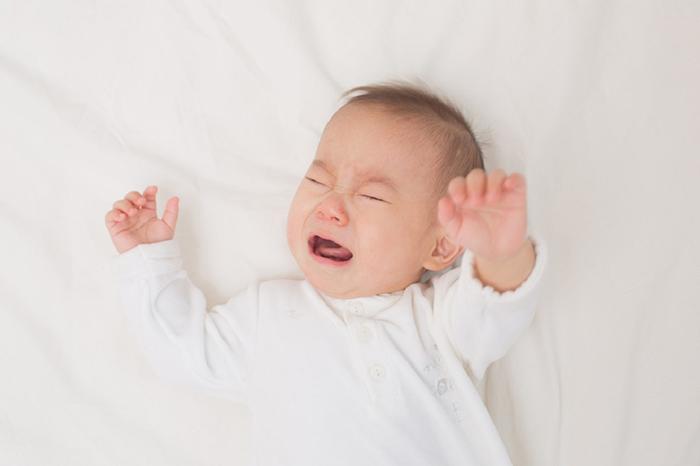 Tác hại của tình trạng em bé ngủ hay giật mình
