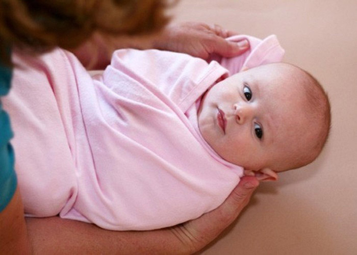 Chuẩn bị đầy đủ các vật dụng cần thiết để quá trình tắm cho bé an toàn, hiệu quả