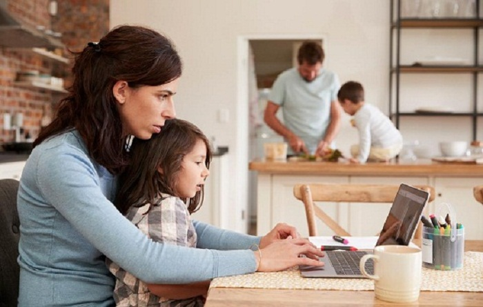 Thuê giúp việc theo giờ giúp bạn có thời gian chăm sóc con cái