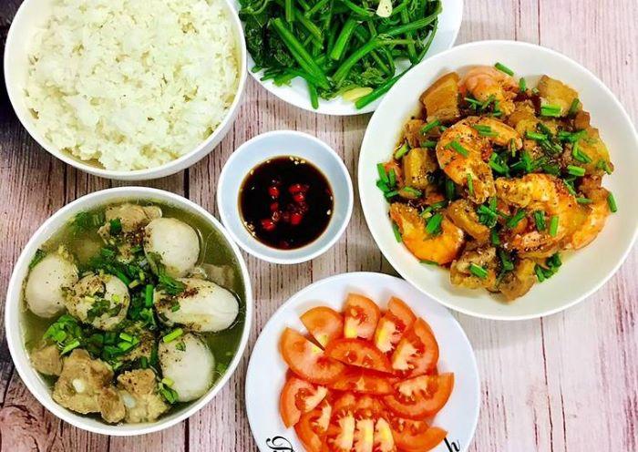 Một người giúp việc nấu ăn theo giờ sẽ thay bạn chuẩn bị những bữa ăn ngon miệng, với khẩu phần đầy đủ dinh dưỡng,