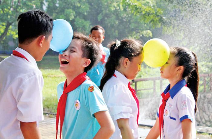 Việc tổ chức các trò chơi dành cho trẻ em có ý nghĩa quan trọng đối với sự phát triển mọi mặt của trẻ.