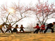 Kéo co là trò chơi dân gian được tổ chức phổ biến trong các Lễ, Hội, dịp đặc biệt. Đối với trẻ em kéo co giúp trẻ rèn luyện sức khỏe, rèn luyện thể lực một cách hiệu quả.